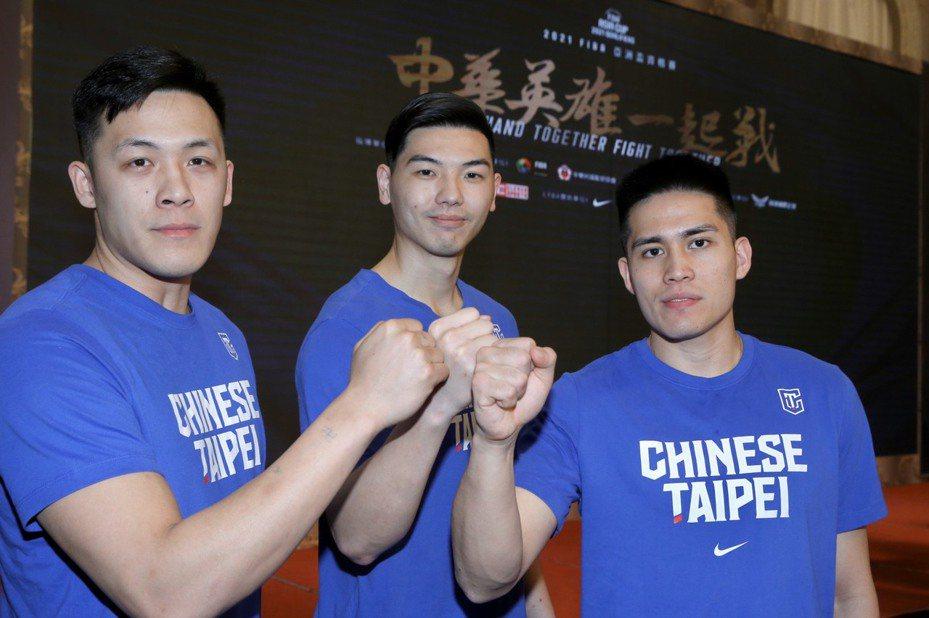 周儀翔(左起)、胡瓏貿和陳盈駿是今年中華隊3大旅外主力。記者林俊良/攝影