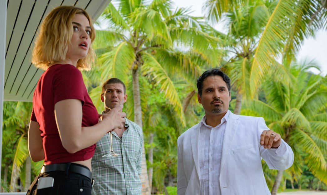 麥可潘納(右)扮演神秘的夢幻島經理。圖/摘自imdb