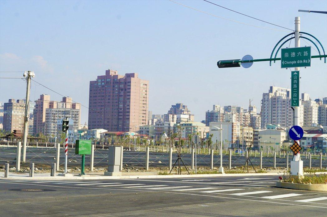 雙橡園開發以每坪63萬元高價、買下14期重劃區仁平段2,600坪建地,地點就位於...