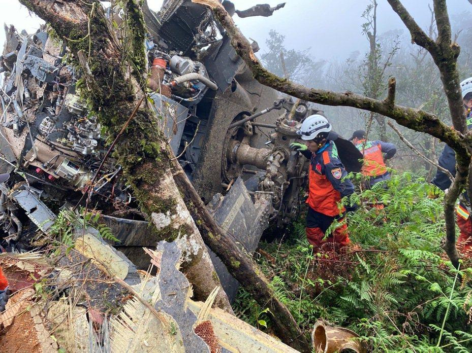 933號機失事墜毀現場。圖/宜蘭縣消防局提供