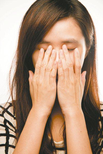 初期視網膜剝離症狀為飛蚊症,如又出現閃光,應盡快就醫。 本報資料照片