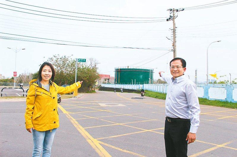 新竹市議員李妍慧與曾資程呼籲新竹市府,未來油槽應做全面規畫,活化油庫用地、再生油庫、打造油庫第二生命。 記者張雅婷/攝影
