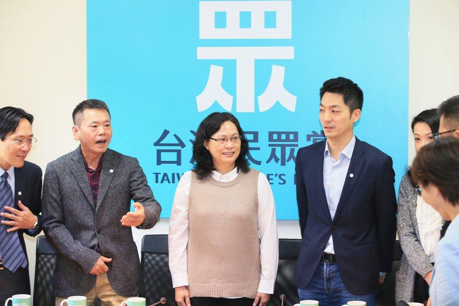 國民黨立法院黨團昨天上午拜會民眾黨立法院黨團,尋求合作默契。記者潘俊宏/攝影
