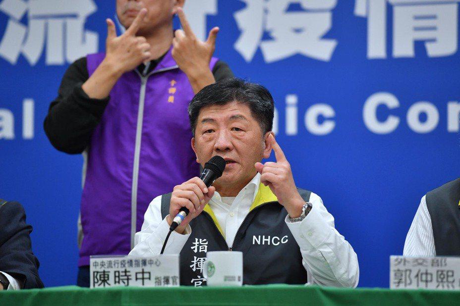 中央流行疫情指揮中心13日下午舉行記者會,指揮官、衛福部長陳時中(圖)在會中指出,台灣第10例罹患新冠肺炎(COVID-19)的病患,已經解除隔離。中央社