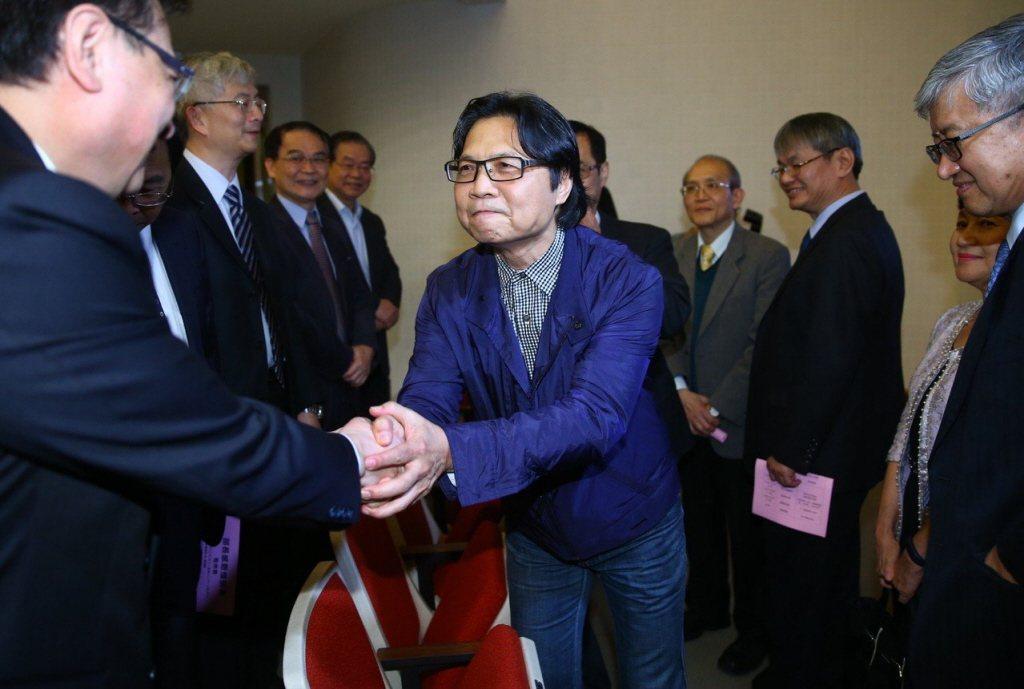 內政部前部長葉俊榮(中)曾被陳棋炎碎念頭髮太長。圖/聯合報系資料照片