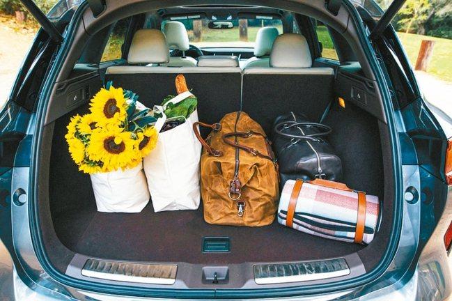 擁有895公升行李箱置物空間,最大載物空間可擴充至1,699公升。 圖/裕隆日產...