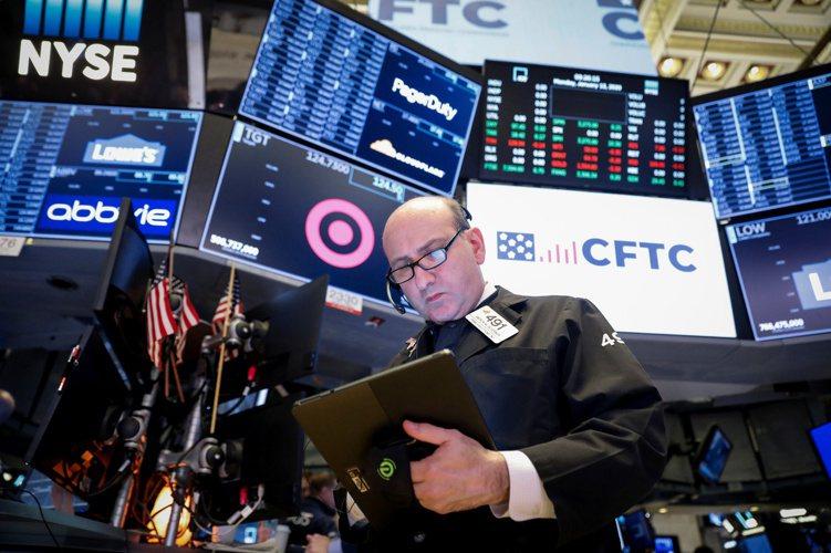 投信發行的502檔海外股票基金中,計有101檔基金淨值創新高,今年來平均績效6%...