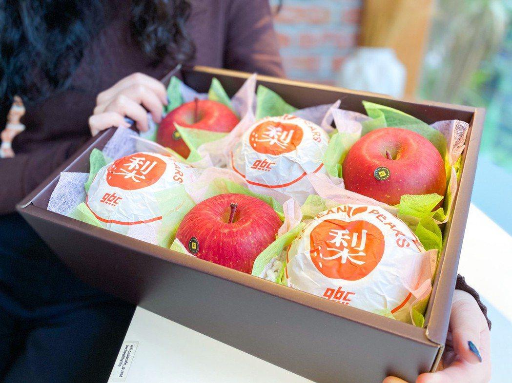 老夫老妻最適合送上抗氧化第一名蘋果、水梨系列禮盒,表達最貼心的愛意。特智有限公司...