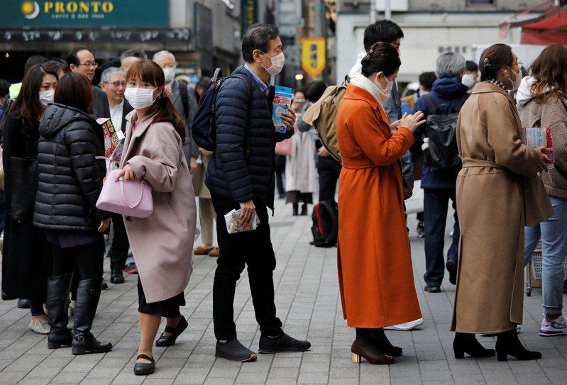 日本東京都今(14日)新增2名新冠肺炎病例,目前懷疑可能跟昨(13日)確診的東京計程車司機有關。 路透社