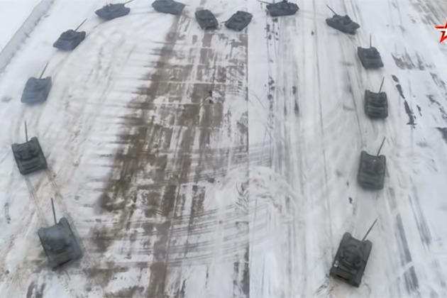 出動坦克圍成愛心 俄羅斯軍人向女友求婚成功