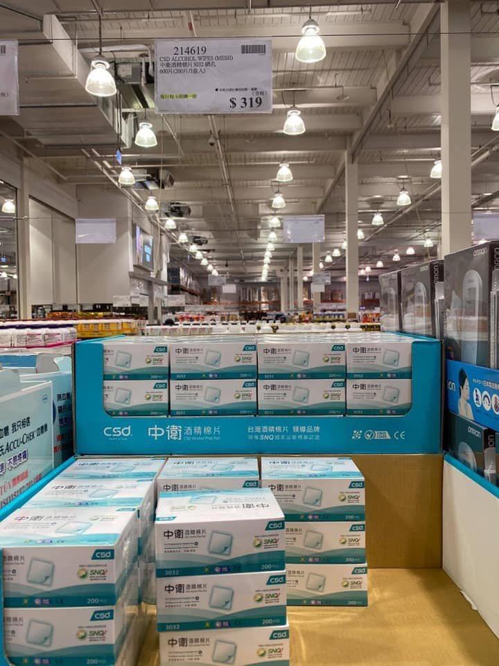有民眾在好市多看到酒精棉片上架,擔心會被搶購一空,造成糖尿病患和慢性病患的困擾,因此呼籲網友們留給需要的人。 圖/翻攝自「Costco好市多 商品經驗老實說」