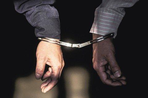 「斬手專案」亂象:員警騙拘票遭起訴,法官怎麼判?