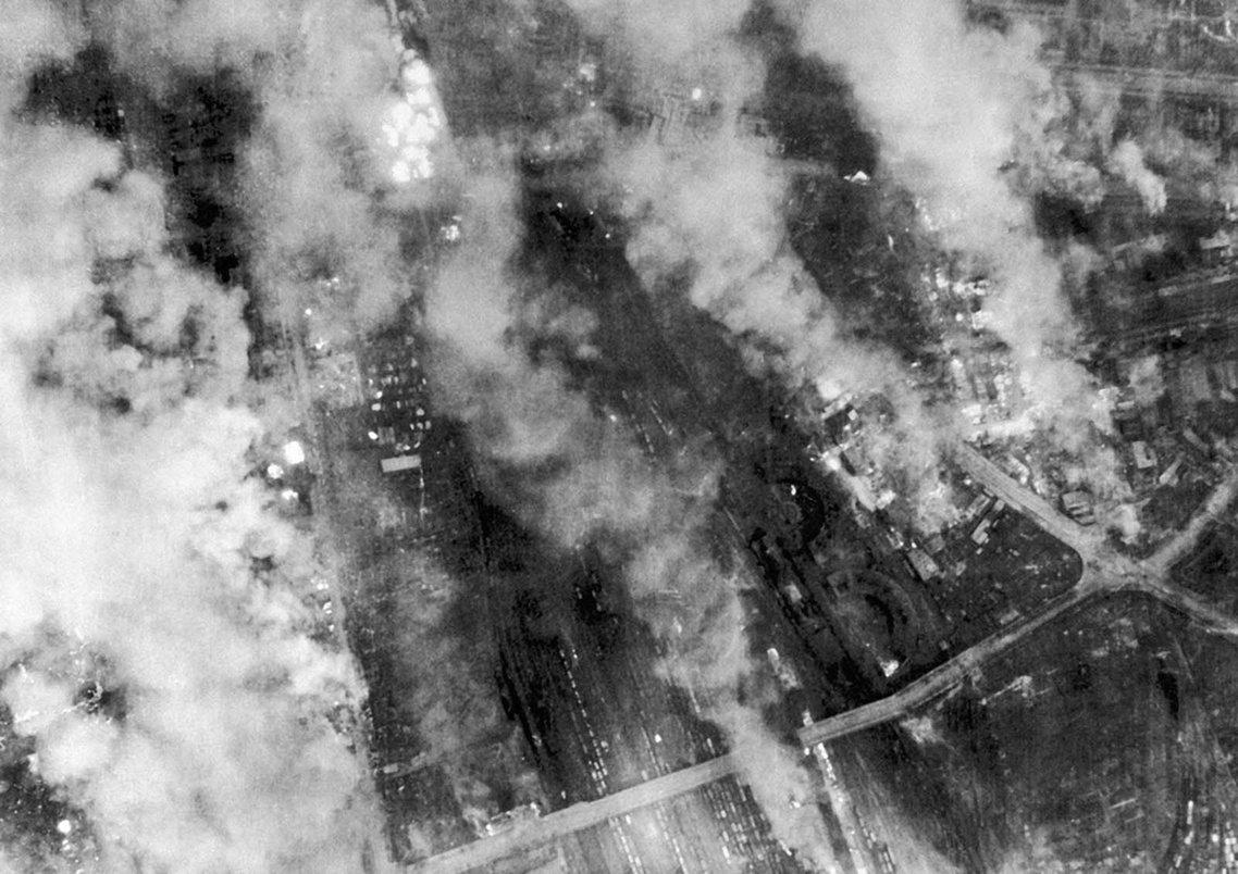 從13日到15日,3天的猛烈空襲,讓德勒斯登全市大半面目全非。 圖/美聯社