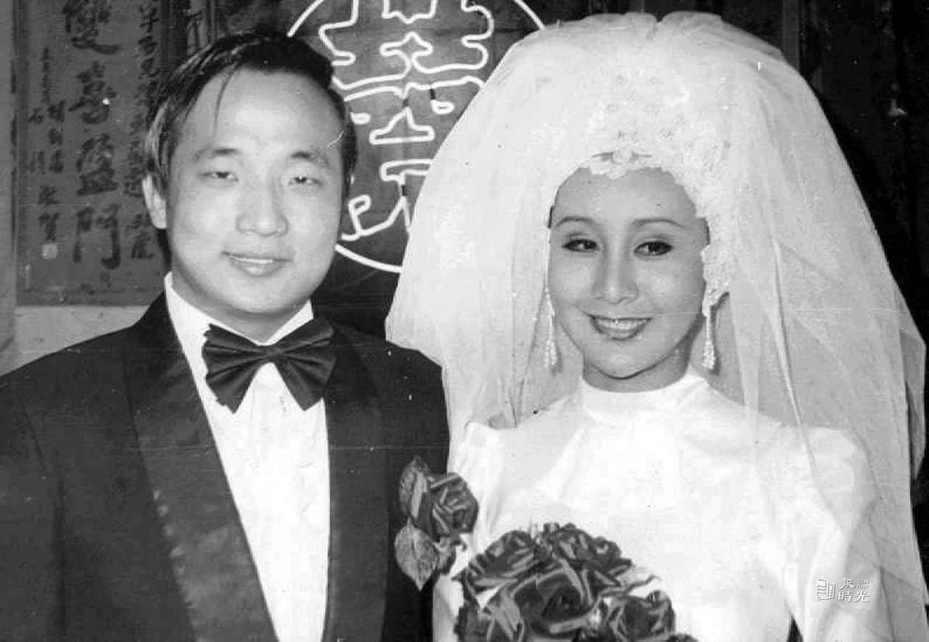 當年身為駐美領事的胡志強與當紅女星邵曉鈴的結婚照。圖/聯合報系新聞資料庫