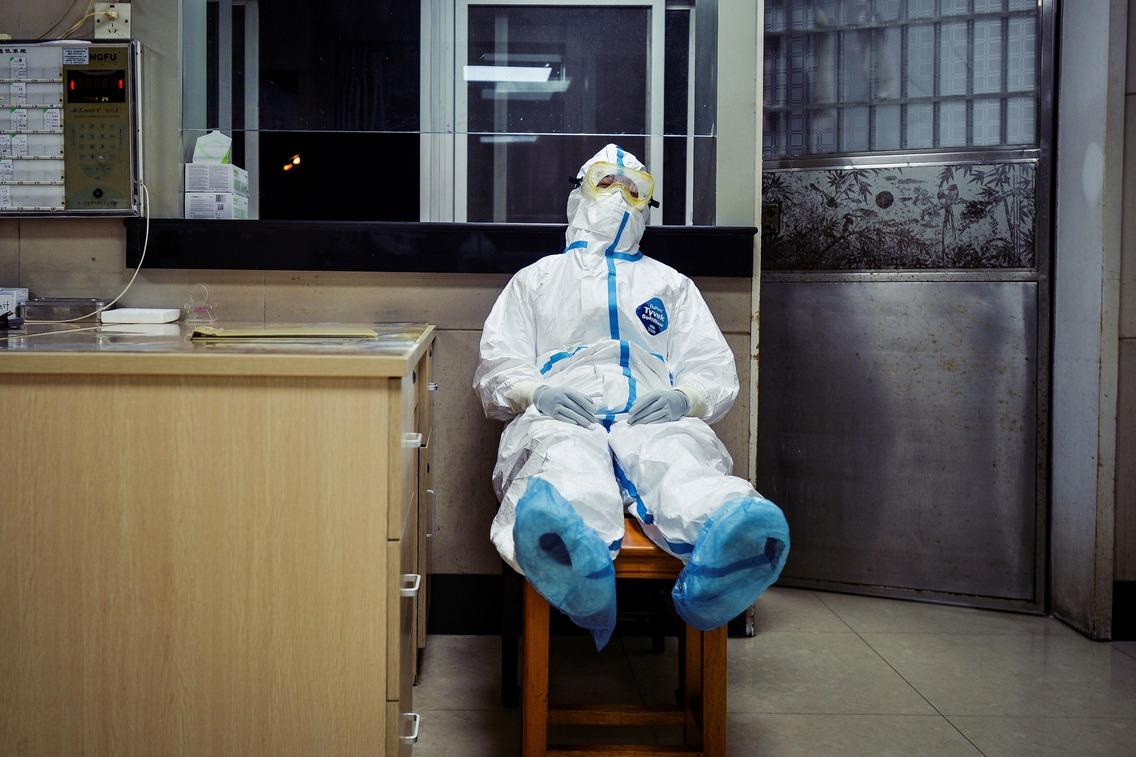 武漢的「醫療人力消耗戰」:中國醫護1,716名感染,6人死亡 | 聯合新