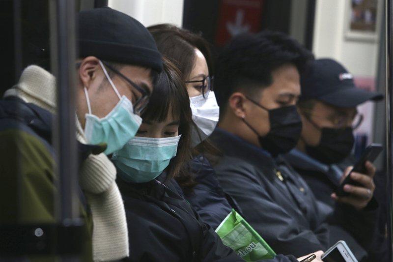 口罩中心的迷思是忘記口罩只是工具,重點是如何配合防疫。 圖/美聯社