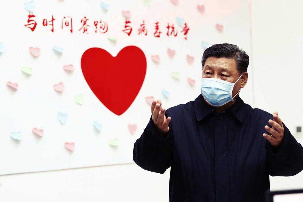 「與時間賽跑,與病毒抗爭」——圖為2月10日現身北京的習近平。在中國官方的資金「...