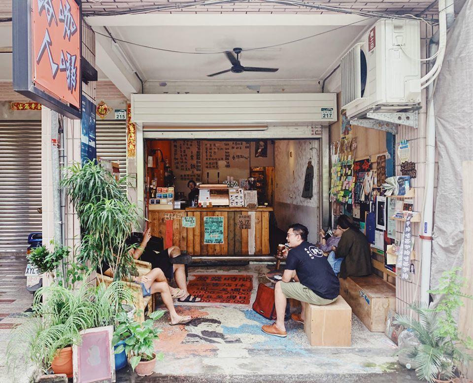 路人咖啡光是店面、裝潢就與其他上榜咖啡館形成極大的差異,為消費者提供了獨特的咖啡...