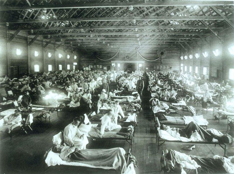 1918年大流感,美國堪薩斯州賴利堡(Fort Riley)的軍醫院,塞滿感染流感的軍人。 圖/維基共享