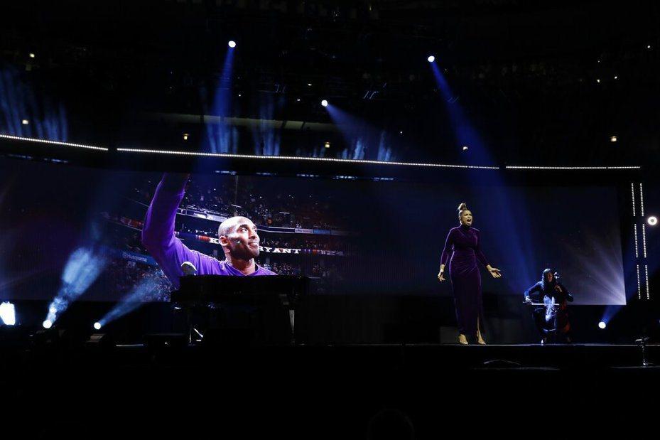 快艇後衛威廉斯(Lou Williams)寫了一首名為「24」的新歌,,藉此來向已故傳奇巨星布萊恩(Kobe Bryant)致敬。  美聯社