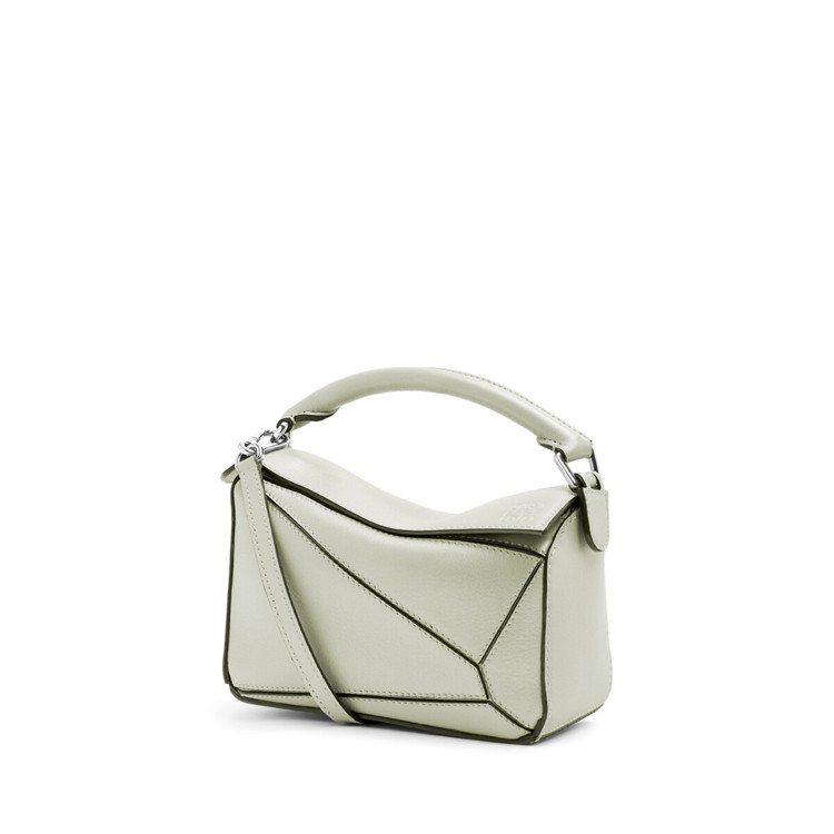 Puzzle mini淺綠色珍珠光澤小牛皮肩背提包,售價67,000元。圖/LO...