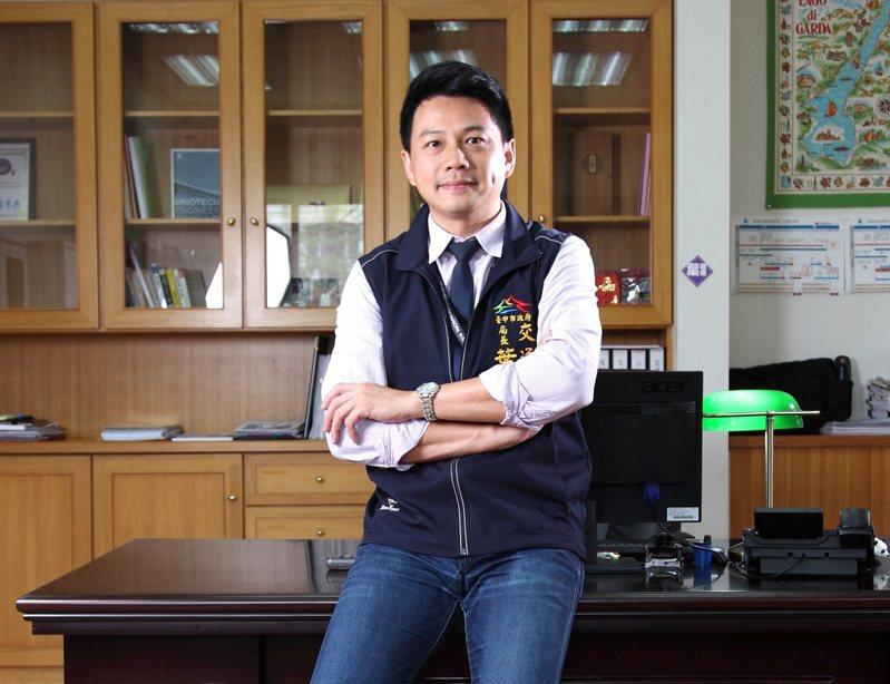 台中市交通局長葉昭甫專業又帥氣,經常被點名參加市政宣傳活動,拍攝影片、宣傳照等。圖/台中市交通局提供
