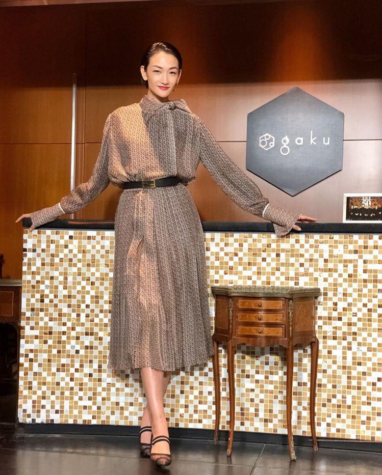 富永愛在「グランメゾン東京」劇中身穿FENDI的服裝、鞋款。圖/取自IG