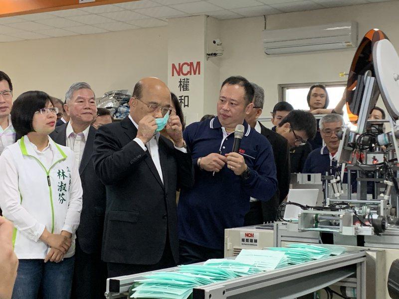 行政院長蘇貞昌今早視察權和製造口罩機台。記者魏翊庭/攝影