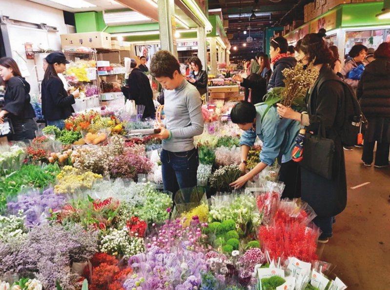 大陸商家評估,受疫情影響,情人節花束的銷量起碼下滑95%。本報資料照片