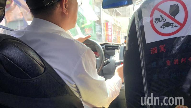 台南市一名計程車司機抱怨沒有口罩可戴。 記者唐秀麗/攝影