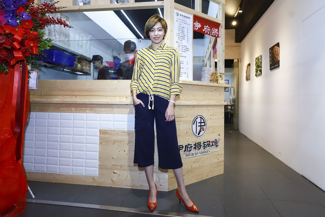 王瞳出席一日店長活動。圖/民視提供