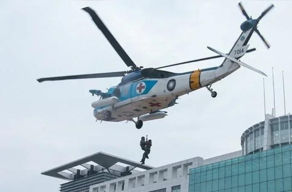 「翔鳶案」黑鷹直升機成軍 空軍宣布S-70C-1型機除役