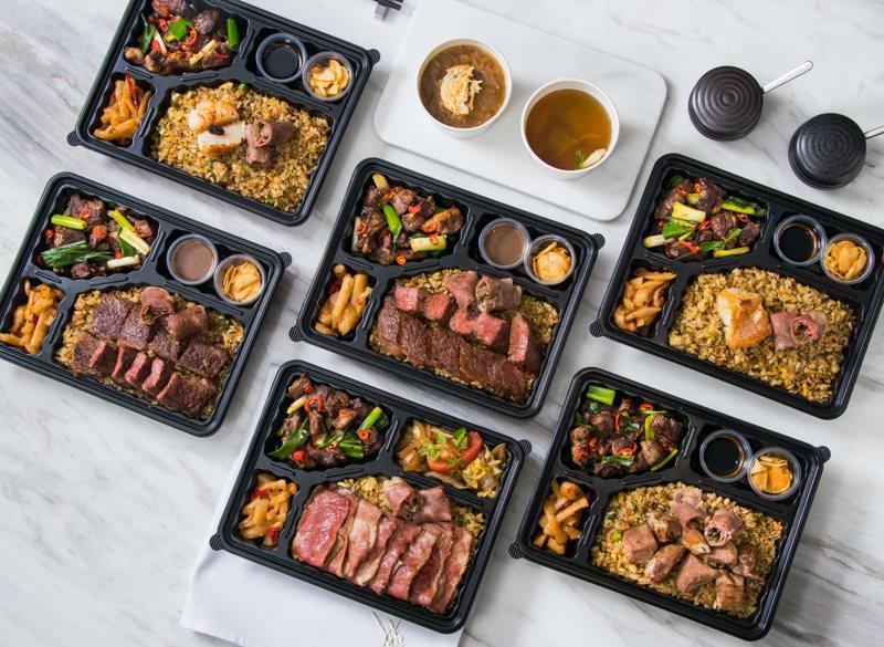 犇推出剝皮辣椒沙朗捲、極黑和牛壽喜燒、安格斯牛排等6種便當,售價自380元起。圖/犇提供