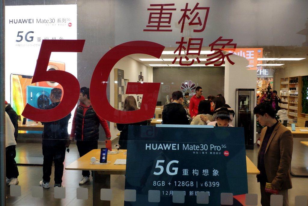 受疫情衝擊,今年首季中國智慧手機銷量將下降2成以上,尤其占中國市場6成以上的華為...