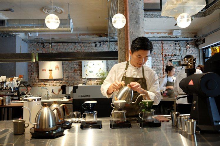台灣首位在世界冠軍咖啡師大賽(WBC)奪冠的吳則霖。記者黃仕揚/攝影