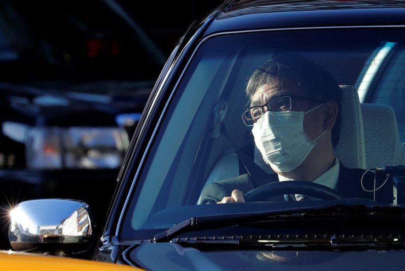 NHK快訊,日本東京再傳出兩名新冠肺炎確診病患,與昨日確診的70多歲男性計程車有傳染關聯,目前當局正在密切調查。圖為資料畫面,非當事人。路透