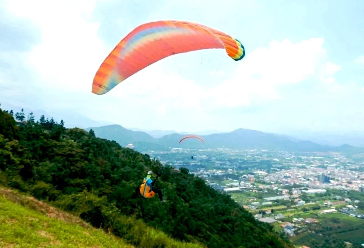 埔里虎頭山發生飛行傘意外 日本跳傘客墜落樹林身亡