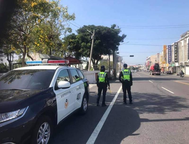 台南警方下午展開「封城強勢路檢」取締酒駕。圖/善化分局提供