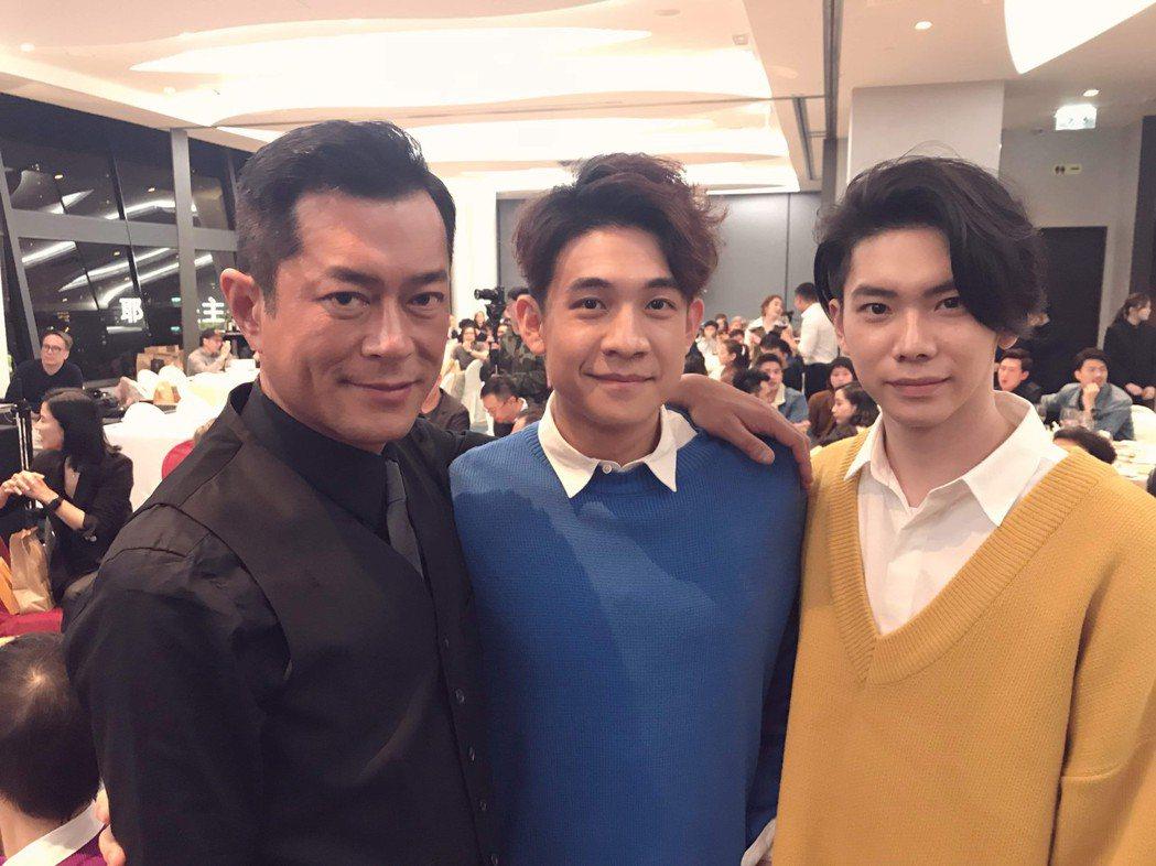 古天樂(左起)和旗下藝人熊洋、楊宇騰一起拍戲 ,去年還一起喝春酒今年則取消。圖/...