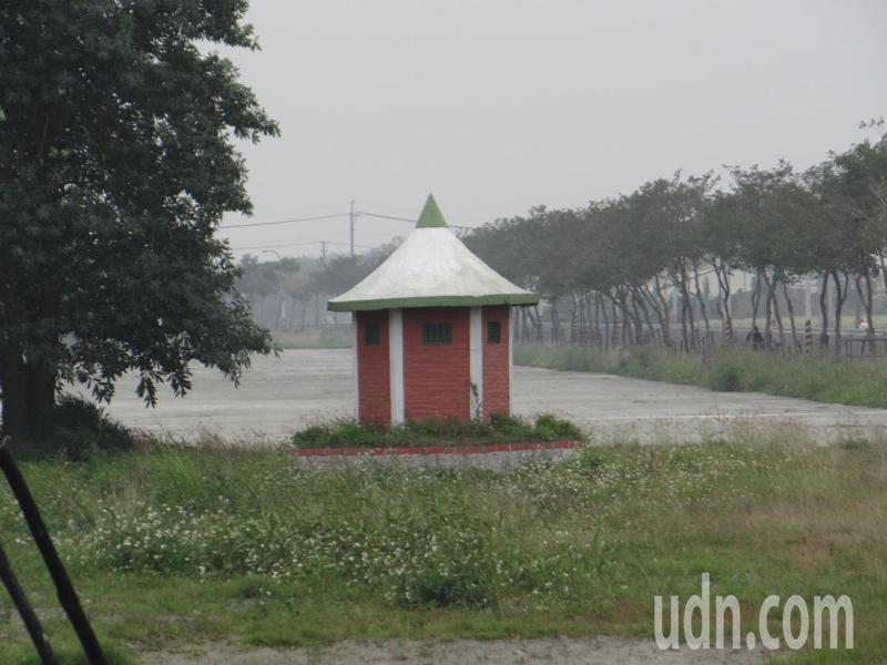 雲林農田水利會整治虎尾嘉南大圳並沿線打造成水岸公園,早年的測水屋也成為新的熱門打卡地點。記者蔡維斌/攝影