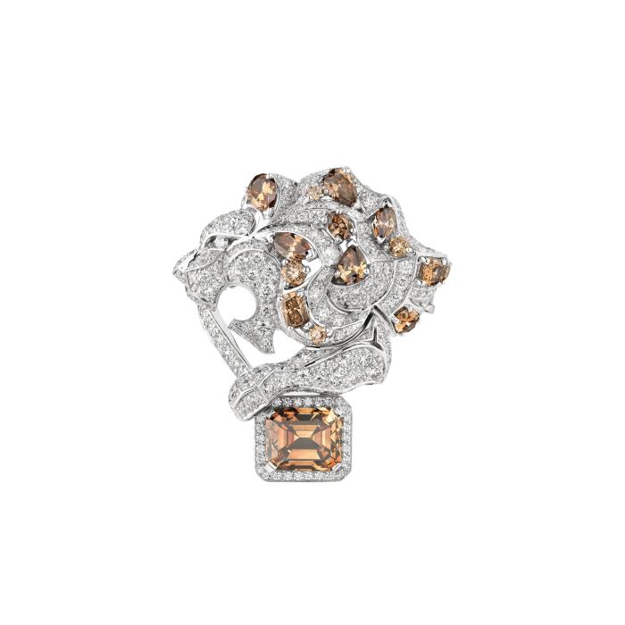 CHANEL,Lion Protective戒指,18K白金,鑲嵌1顆祖母綠切割...