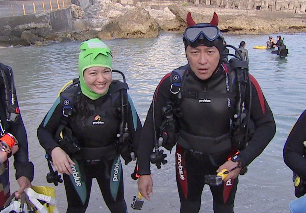 詹姆士和傅昭蓉一起潛水。圖/八大提供