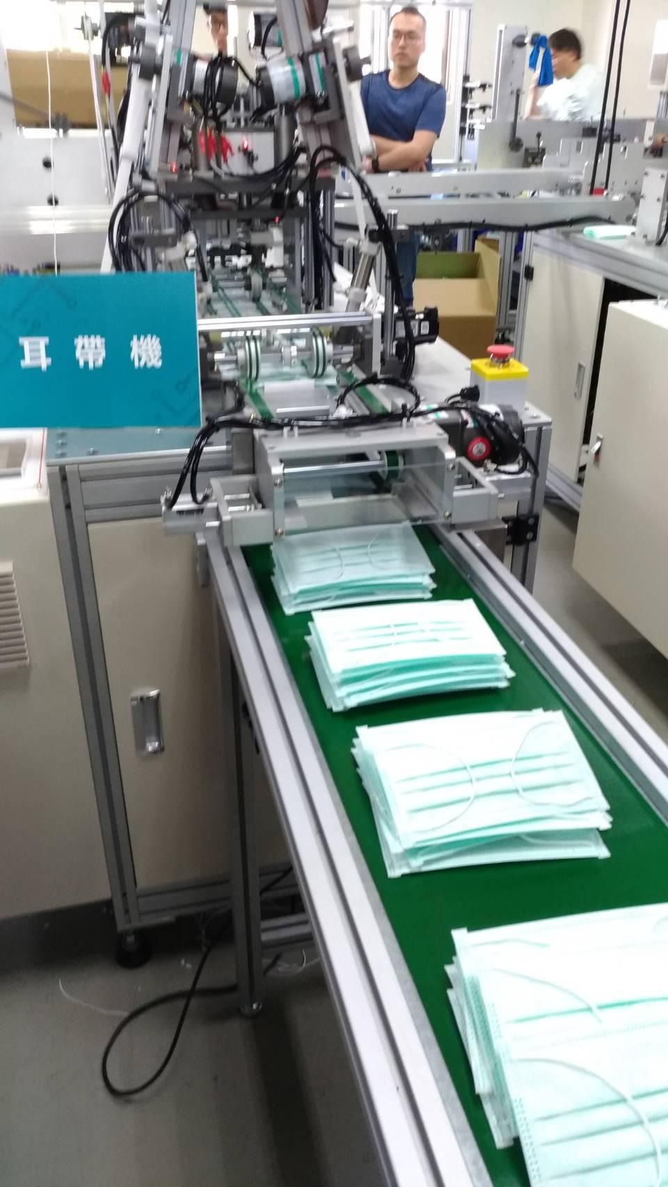工研院協助業者快速建置口罩產線,至3月時可新增每日600萬片產量,擴充到到每日1...