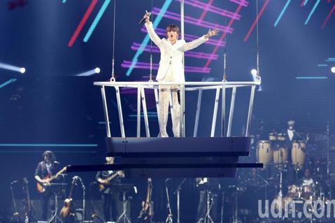 A-Lin出道14年,今晚三度攻蛋舉辦「Passenger 旅.課」巡演,首場時逢情人節,不少粉絲私訊請她幫忙求婚,但她全部婉拒,搞笑解釋說:「我的歌都是悲歌啊,像接下來這首歌曲是叫『失戀無罪』,也...