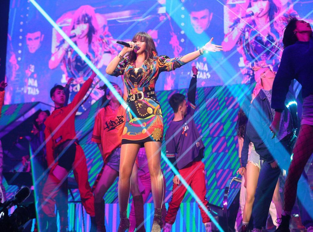 A-Lin「擠奶」火辣唱跳。圖/宜辰整合行銷提供