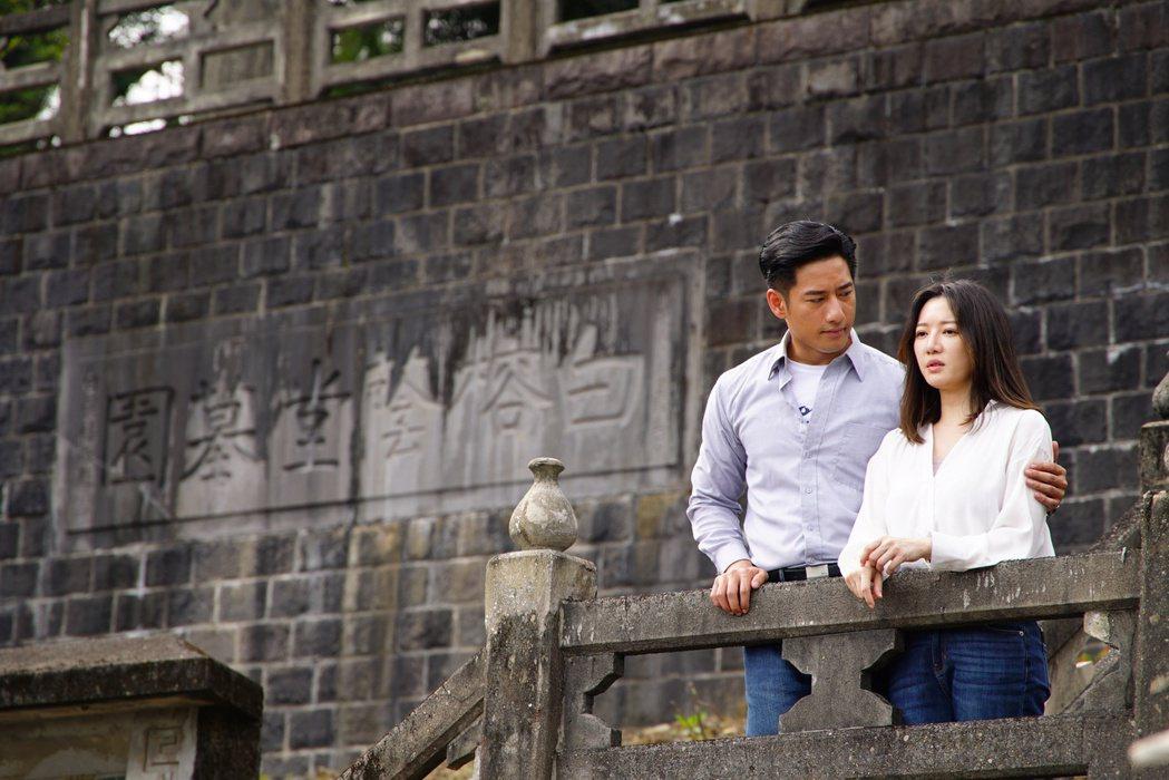 李杏(右)與周孝安在「國際橋牌社」有許多感情線。圖/friDay影音提供