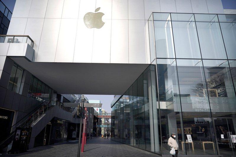 蘋果五家北京門市14日起恢復營業,但營業時間比以往縮短,這些門市分別為分別為三里屯、華貿購物中心、朝陽大悅城、王府井以及西單大悅城。路透