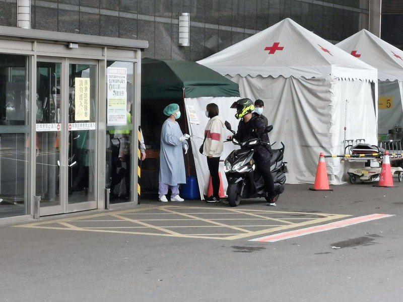 嘉義基督教醫院為防新冠肺炎,本月17日起入院需查核身分,18日起門診及保健大樓夜診全停。記者卜敏正/攝影