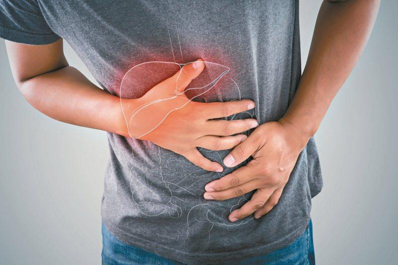 B型肝炎、C型肝炎、脂肪肝、肝硬化、酒精性肝炎等,都是引發肝癌的常見原因。 圖/123RF