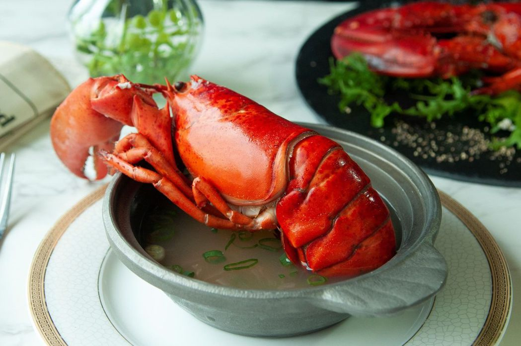 波士頓龍蝦不定時更換湯頭,肉質鮮甜Q彈相當美味。  台南大飯店 提供